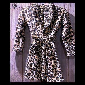 🐆 ❤️ Leopard girl's robe size 6/7 - SO CUTE!